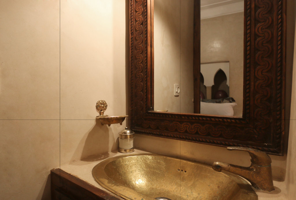 Spices Bathroom | Riad Jaune Safran